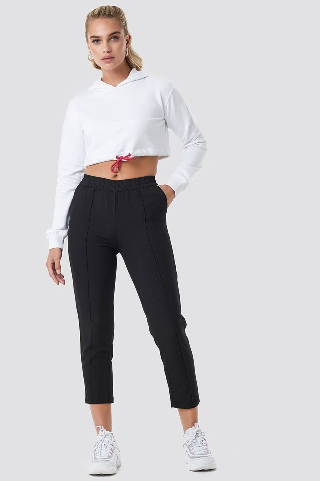 Black pants outfit.