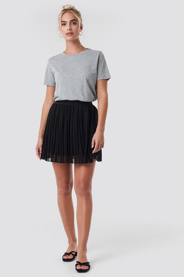 Black Mini Pleated Skirt Outfit