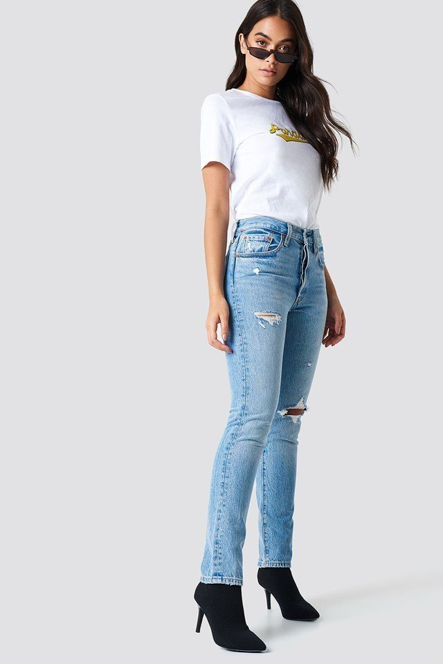 High Waisted Denim wirh Basic T-Shirt