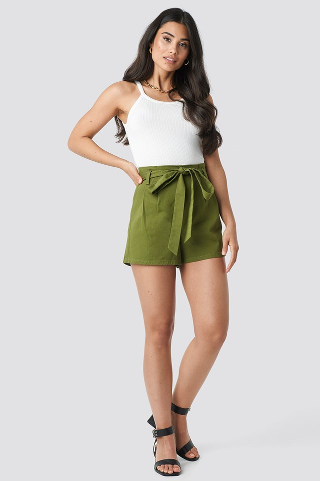 Belted High Waist Shorts Green Outfit