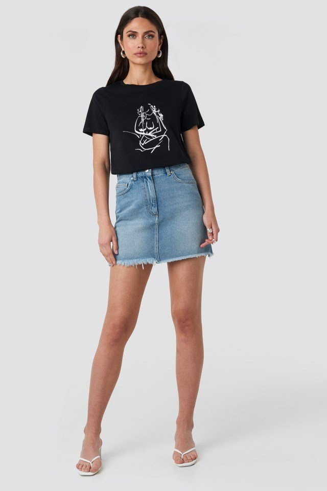 Hand Drawn T-shirt Black Outfit