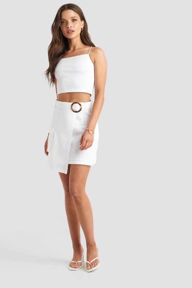 Cropped Spagetti Strap Singlet White Outfit