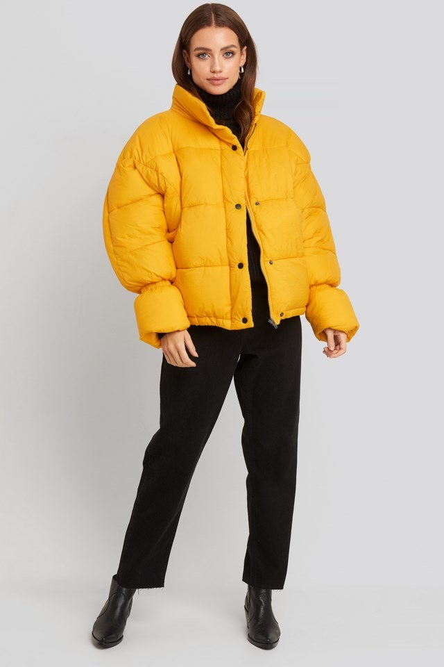 Elastic Detail Puffer Jacket Look.