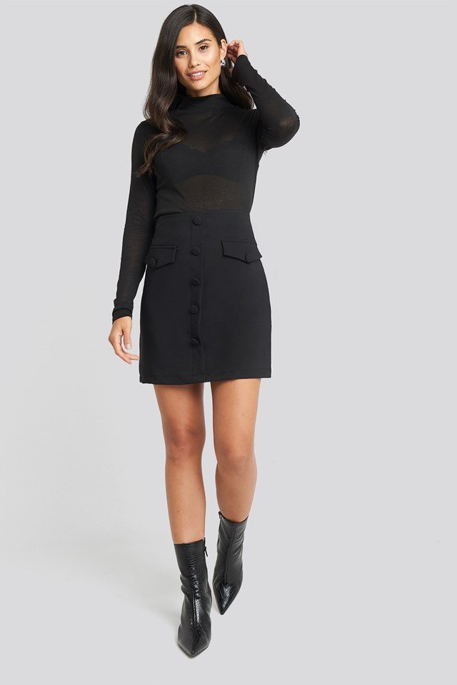 Button Detailed Mini Skirt Black Outfit.