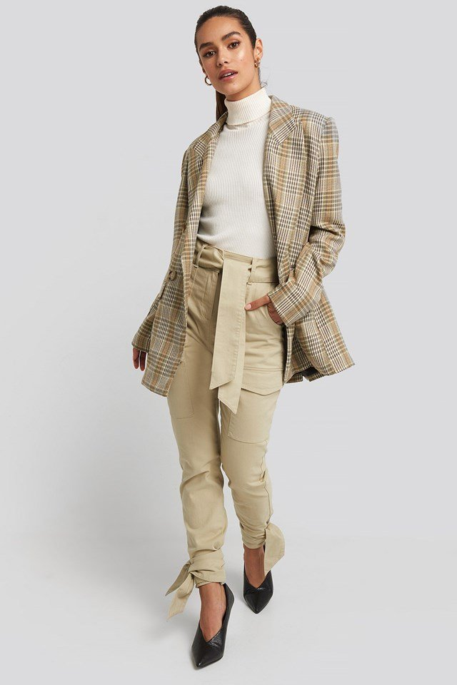 Ankle Tie Cargo Slim Fit Pants Beige Outfit.