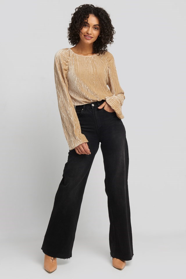 Crinkle Velvet Balloon Sleeve Top Gold Outfit.