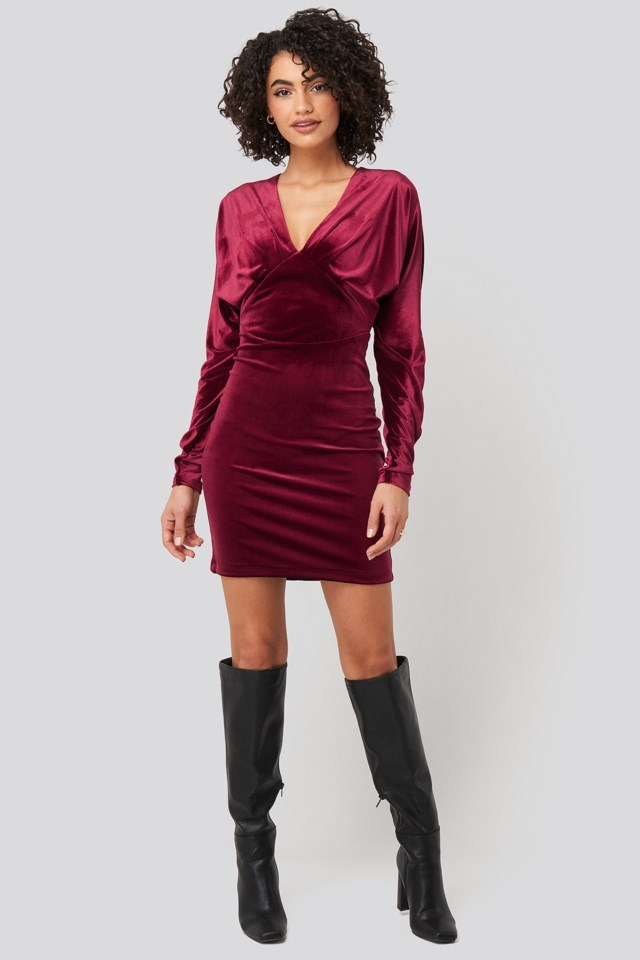 Low-Cut Neckline Mini Dress Red Outfit