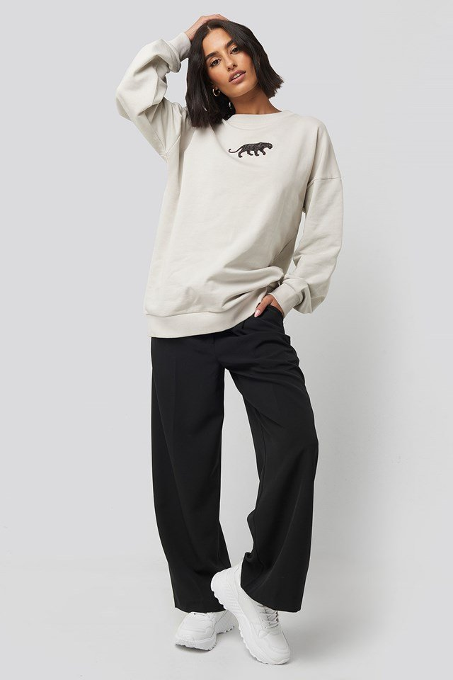 Panther Sweatshirt Beige Outfit