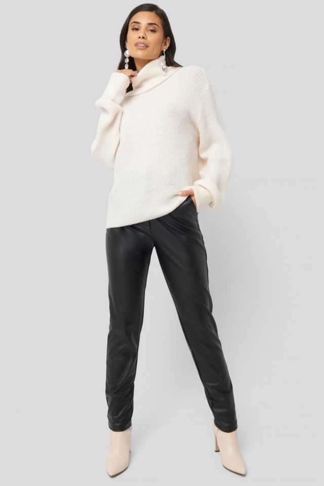 Oslo Sweater White Outfit