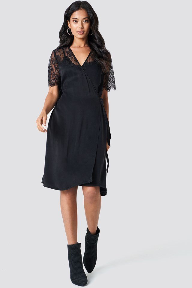 Midi Dress with Lace Details.