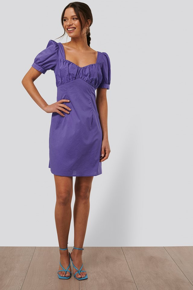 Style this puffy-sleeved dress with a pair of high-heeled sandals and some gold-colored accessories for a stylish look.