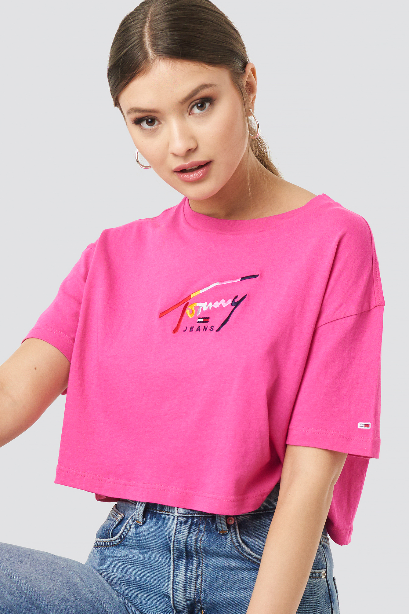 Cropped Tommy Script Tee