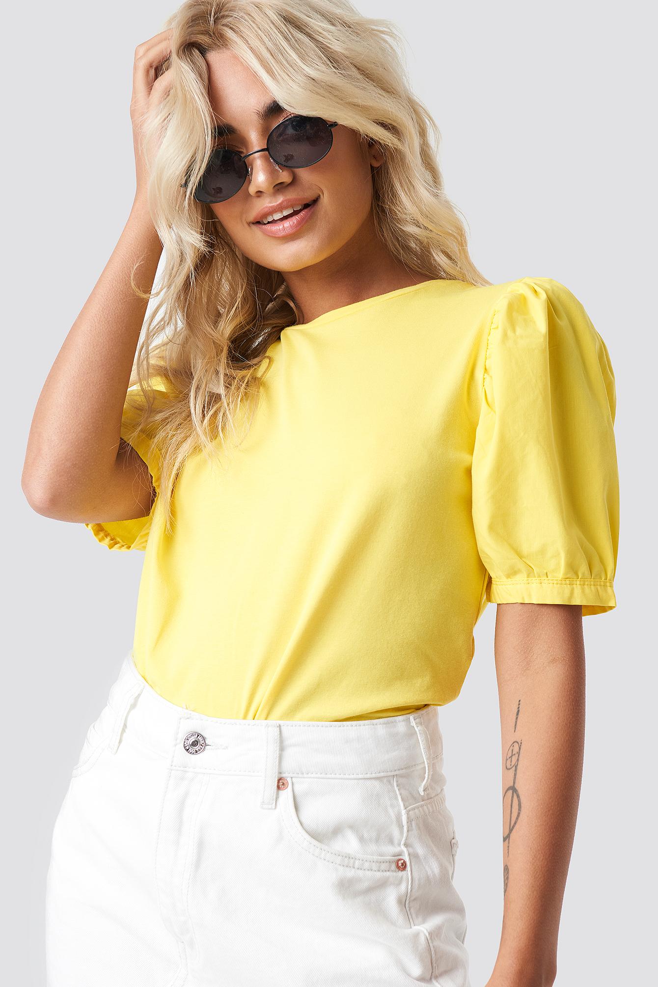 T-shirt z bufiastym rękawem NA-KD.COM