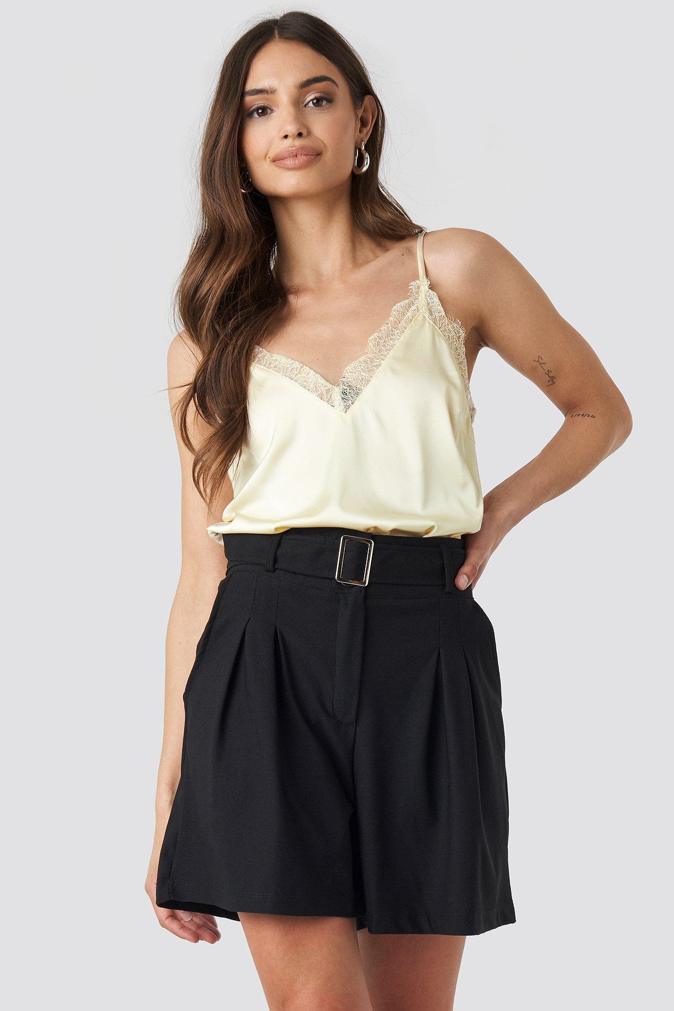 Trendyol Bora Belt Detailed Shorts - Black