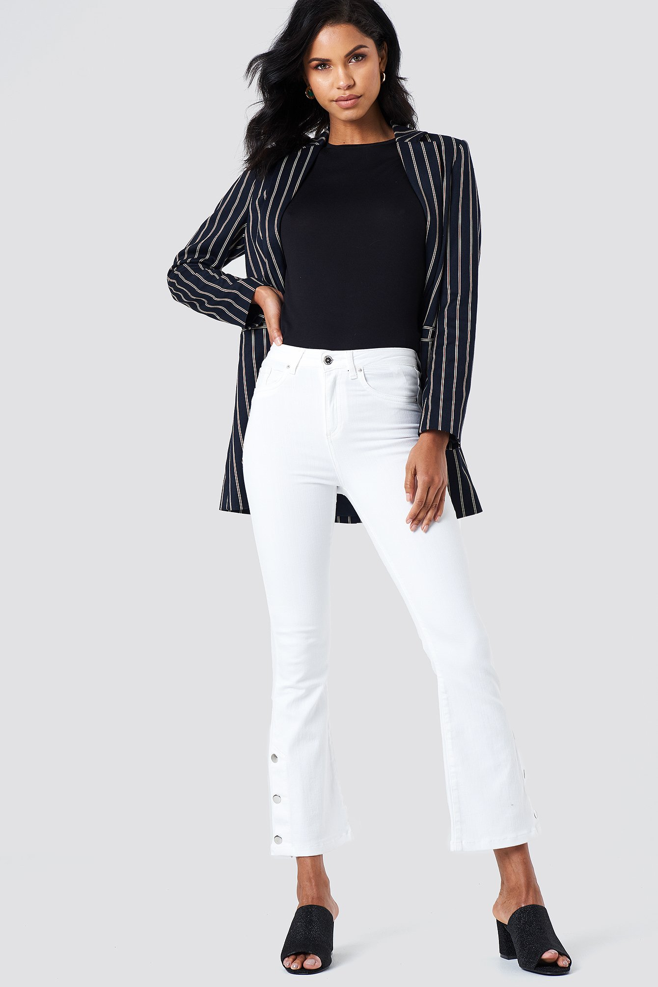 BUTTON DETAILED CROPPED JEANS - WHITE