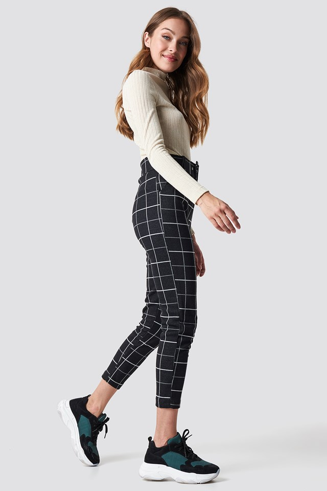Checkered Belted Pants Black