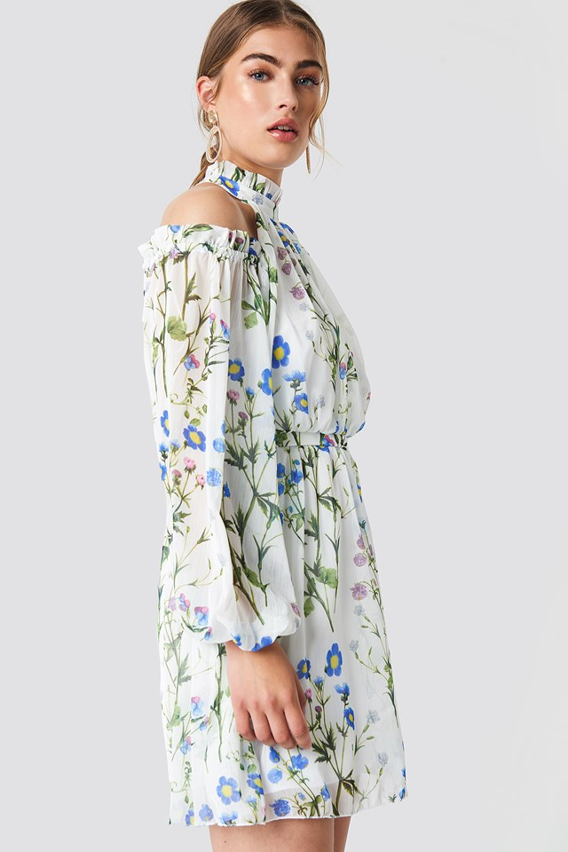 Sukienka w kwiaty z wycięciami na ramionach White
