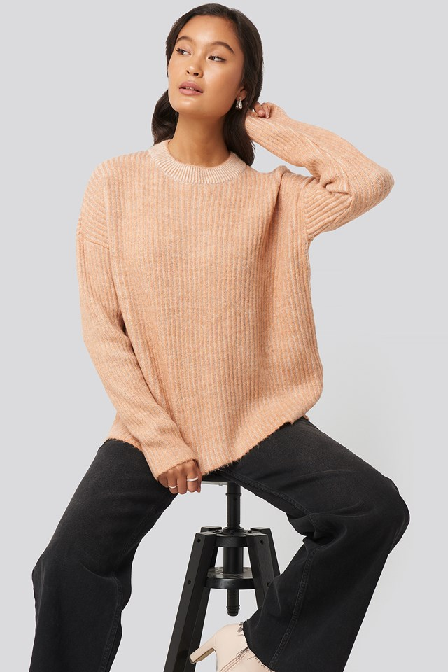 Crew Neck Knitted Sweater Camel