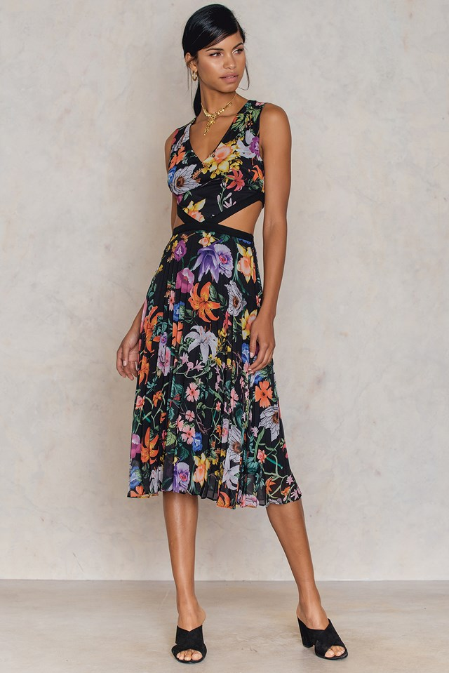Desenli Cut Out Dress Patterned