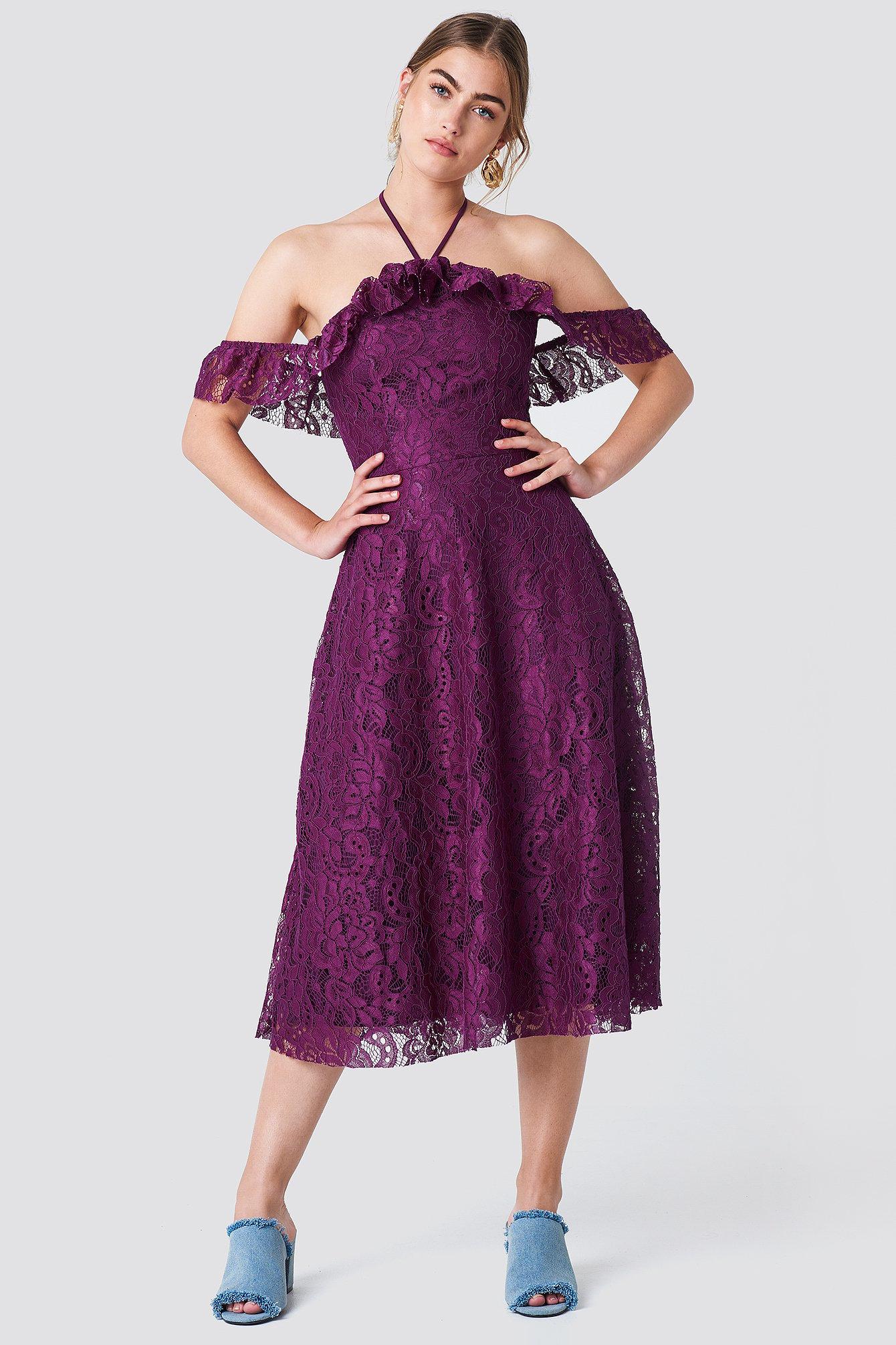 Koronkowa sukienka z wiązaniem na karku NA-KD.COM