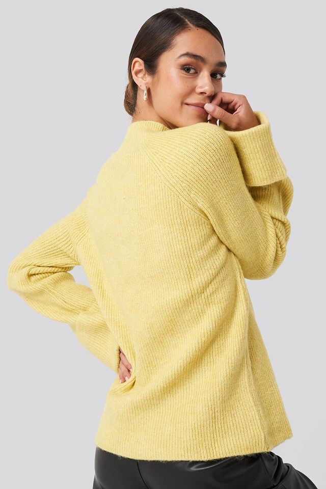 Handle Curved Knitted Sweater Yellow