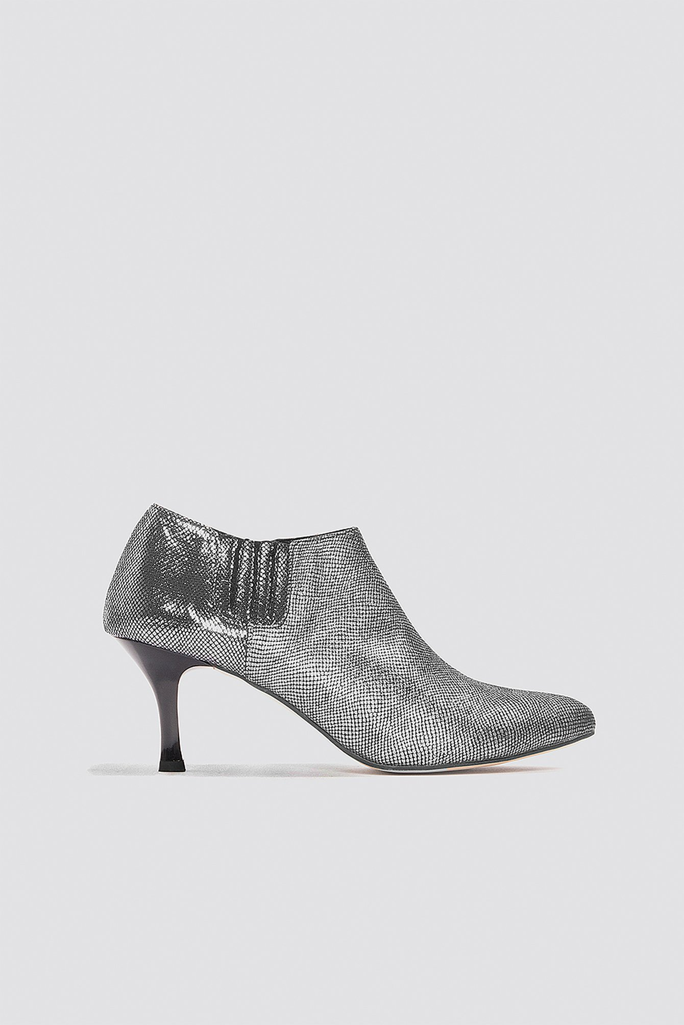 METALLIC ANKLE BOOT - SILVER