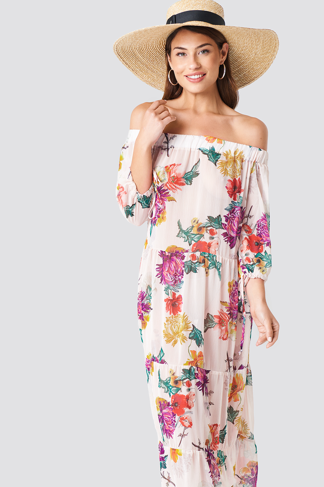 Sukienka w kwiaty z odkrytymi ramionami NA-KD.COM