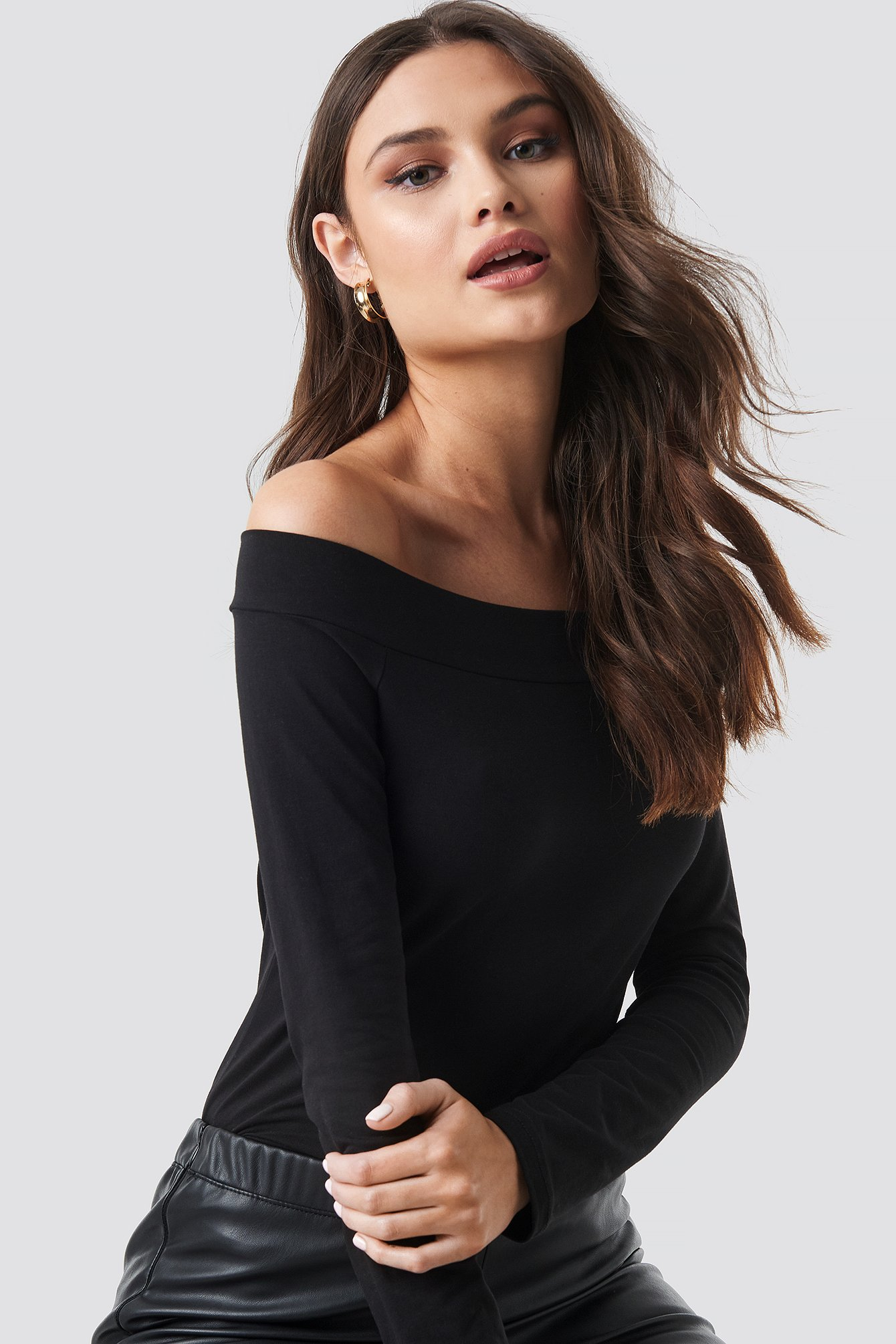 Off Shoulder Longsleeve Tee NA-KD.COM