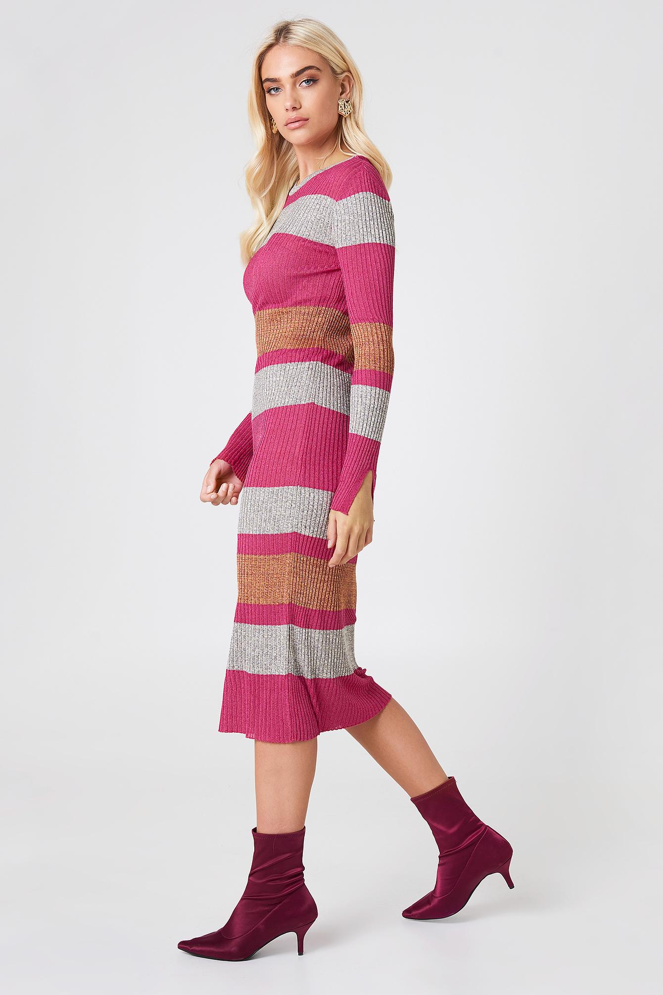 Dopasowana sukienka w prążki NA-KD.COM