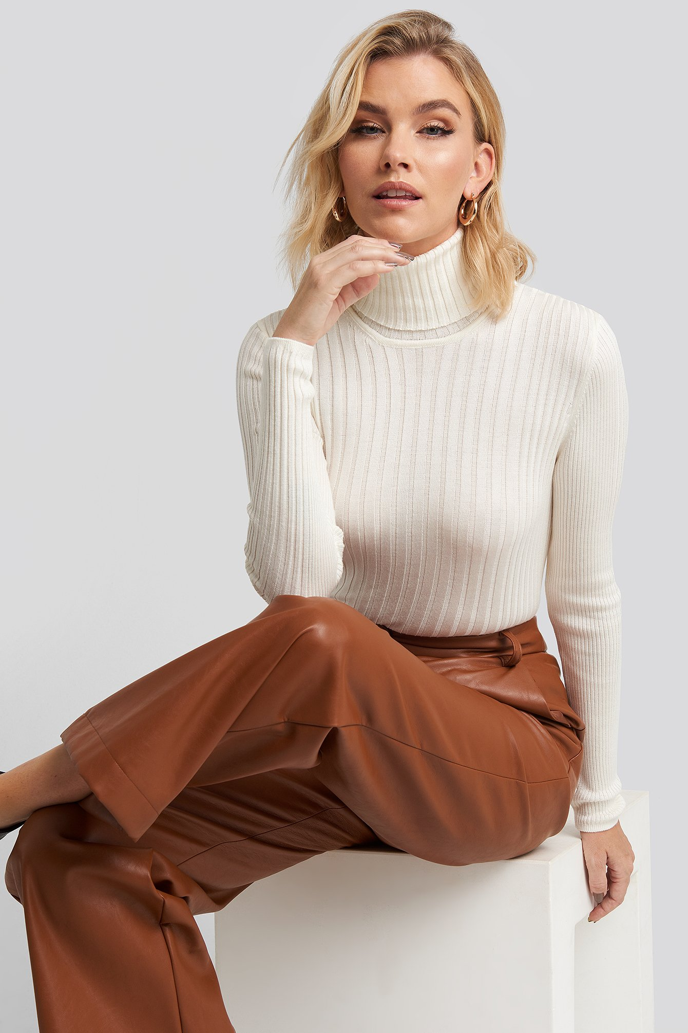 Cropped Long Sleeve Knitted Sweater Beige | na-kd.com