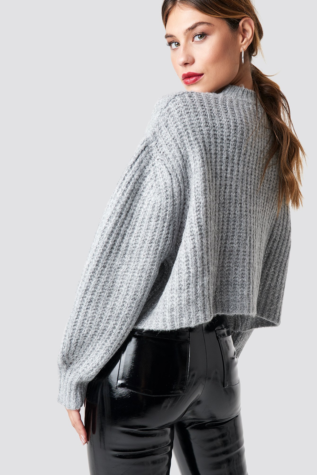 Round Glittery Neck Short Knitted Jumper NA-KD.COM