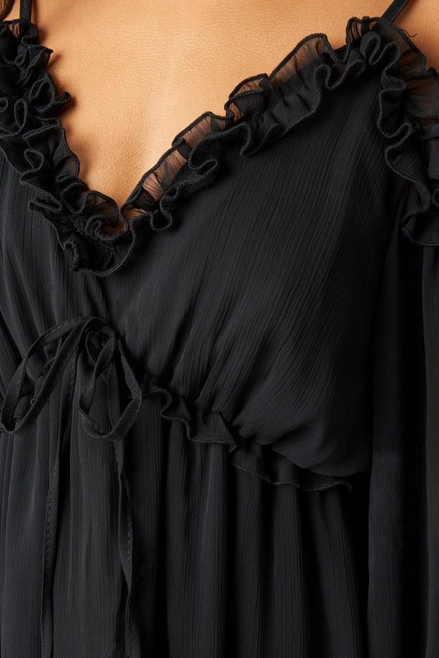 Shoulder Detailed Frilly Midi Dress Black