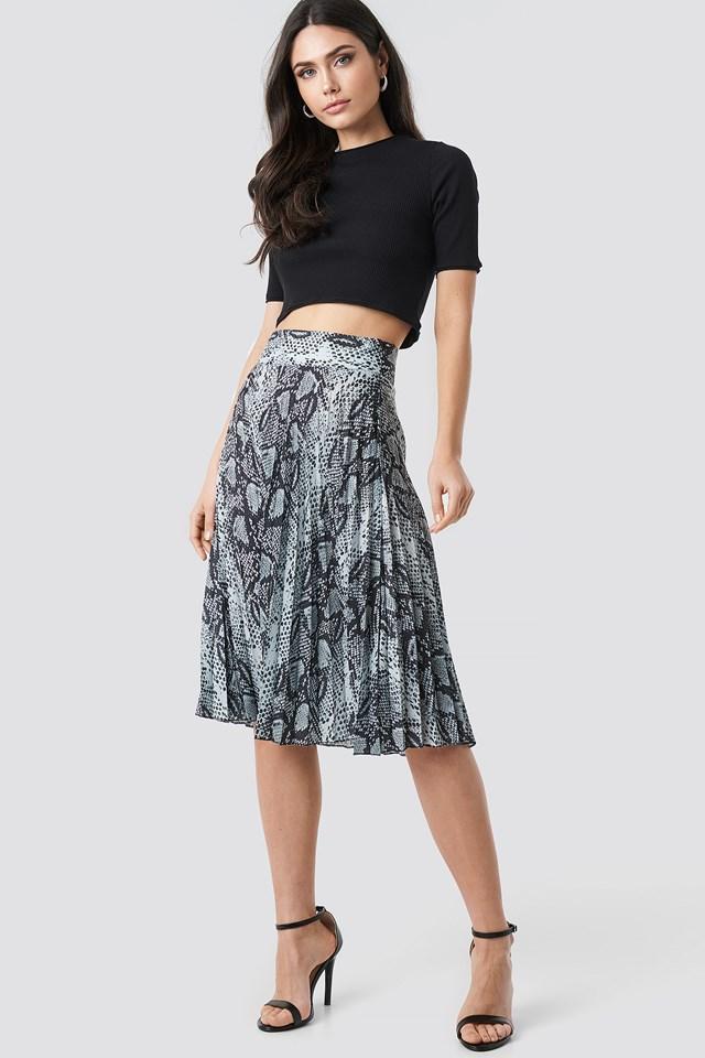 Snake Pattern Pleated Skirt Black