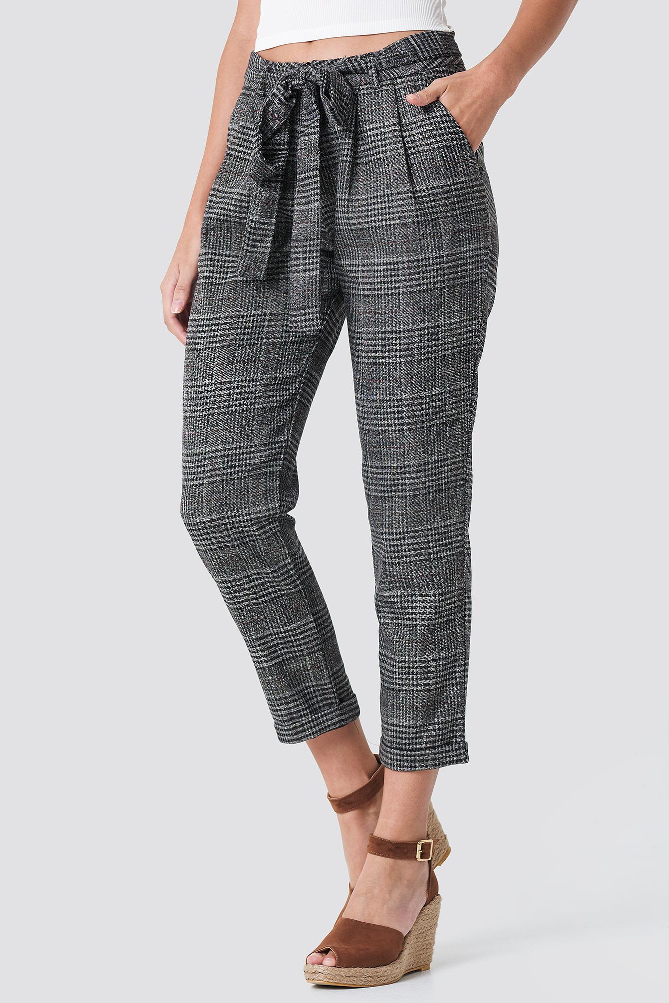 Spodnie w kratkę z wiązaniem NA-KD.COM