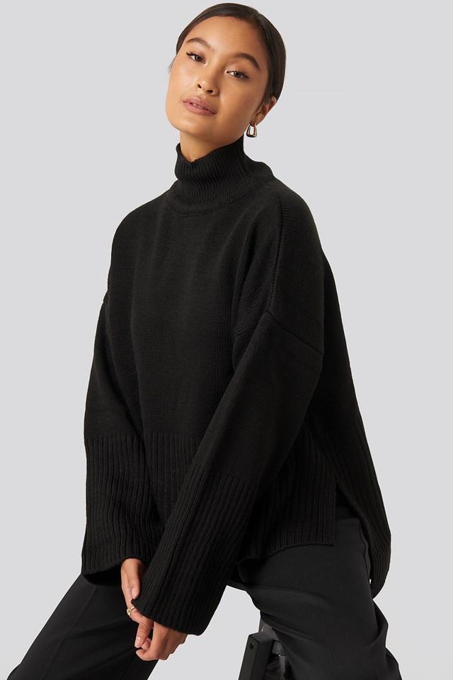 Vertical Neck Sweater Black