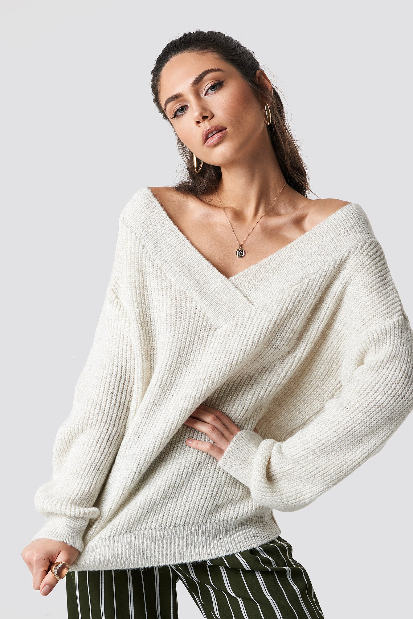 Wide V-Neck Glitter Knitted Jumper NA-KD.COM