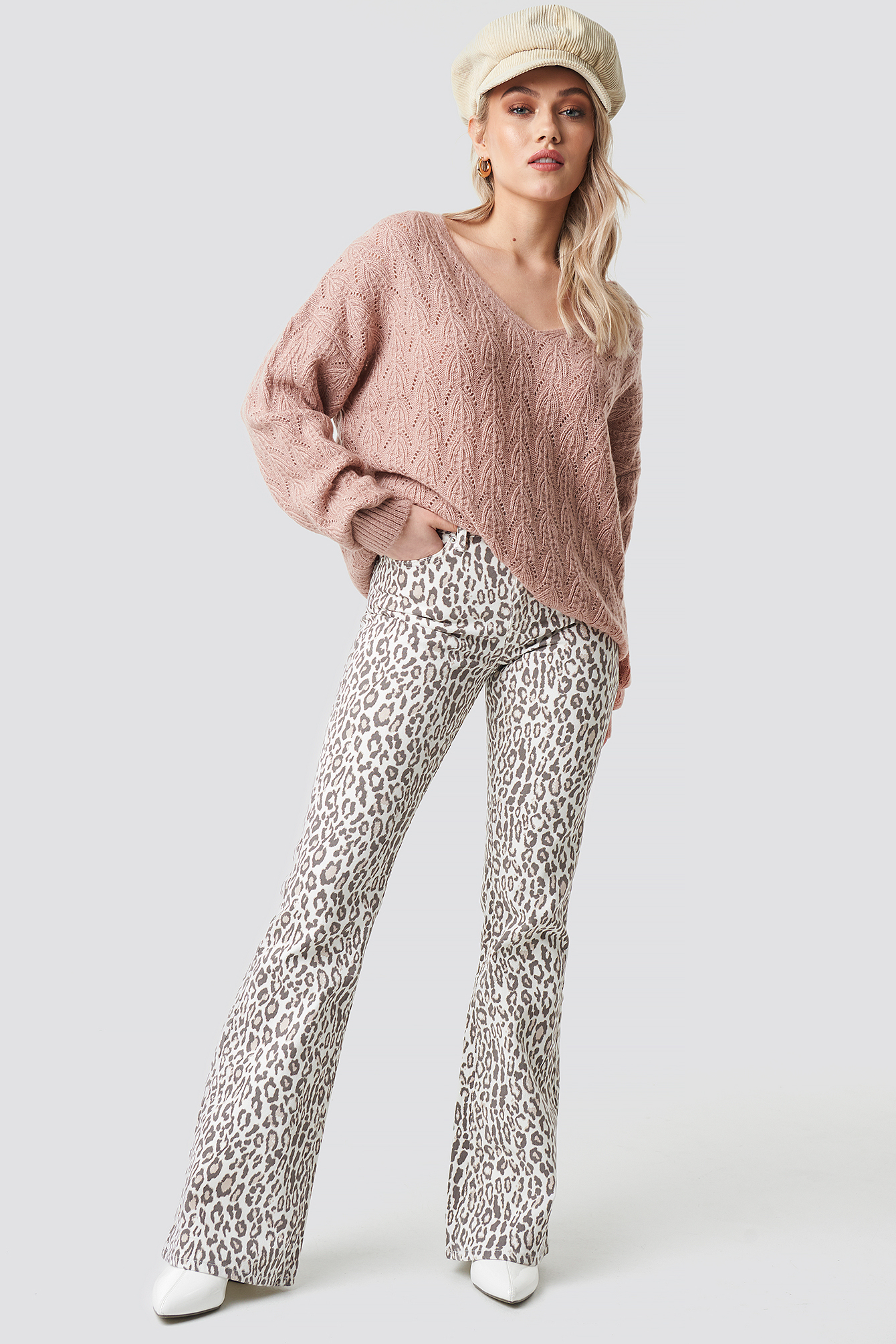 V-neck Pattern Knitted Sweater NA-KD.COM