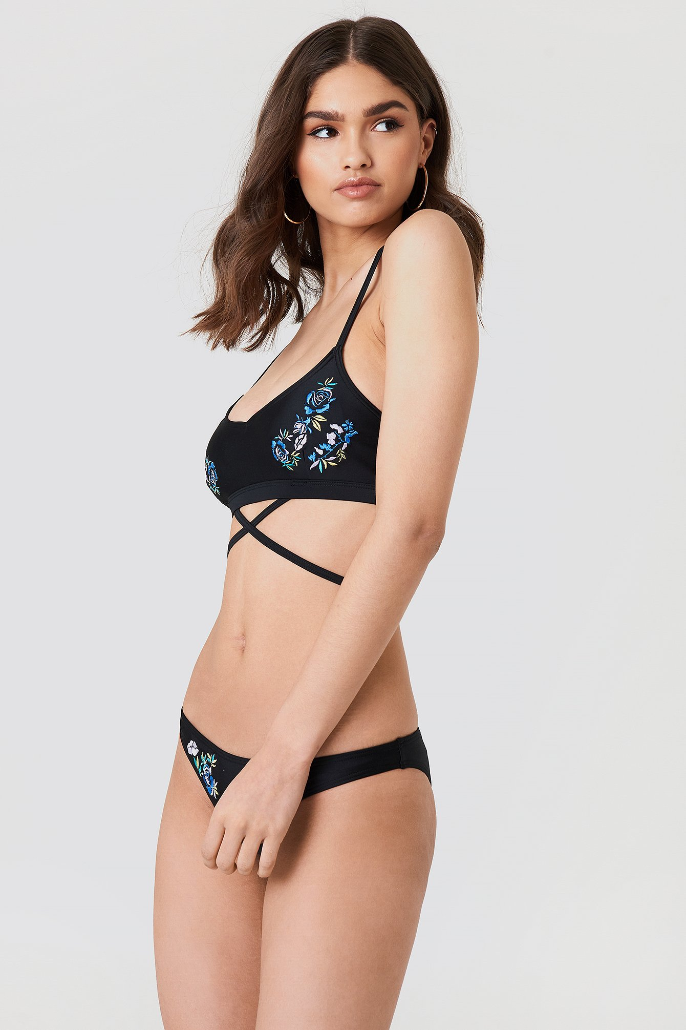 Embroidered Bikini Top NA-KD.COM