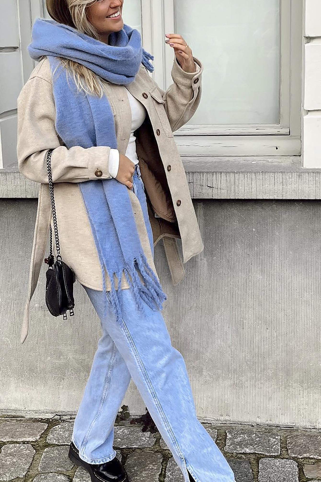 Se NA-KD Trend Vide Jeans I Vintage-Look Med Sideslids - Blue ved NA-KD
