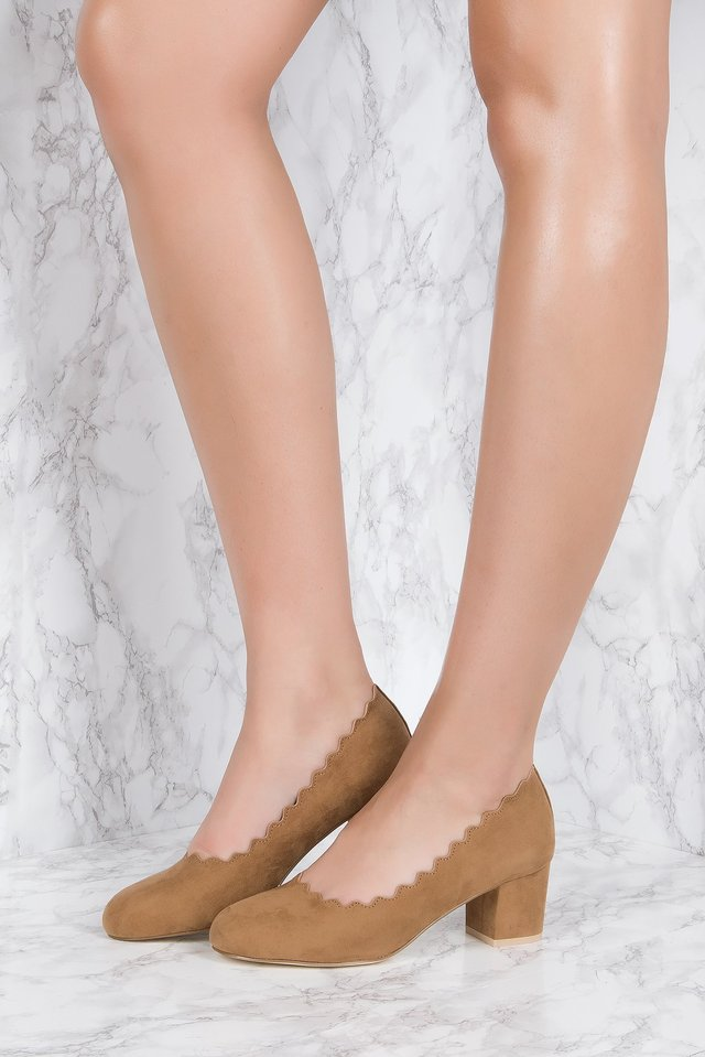 Scalloped Edge High Heel Brown