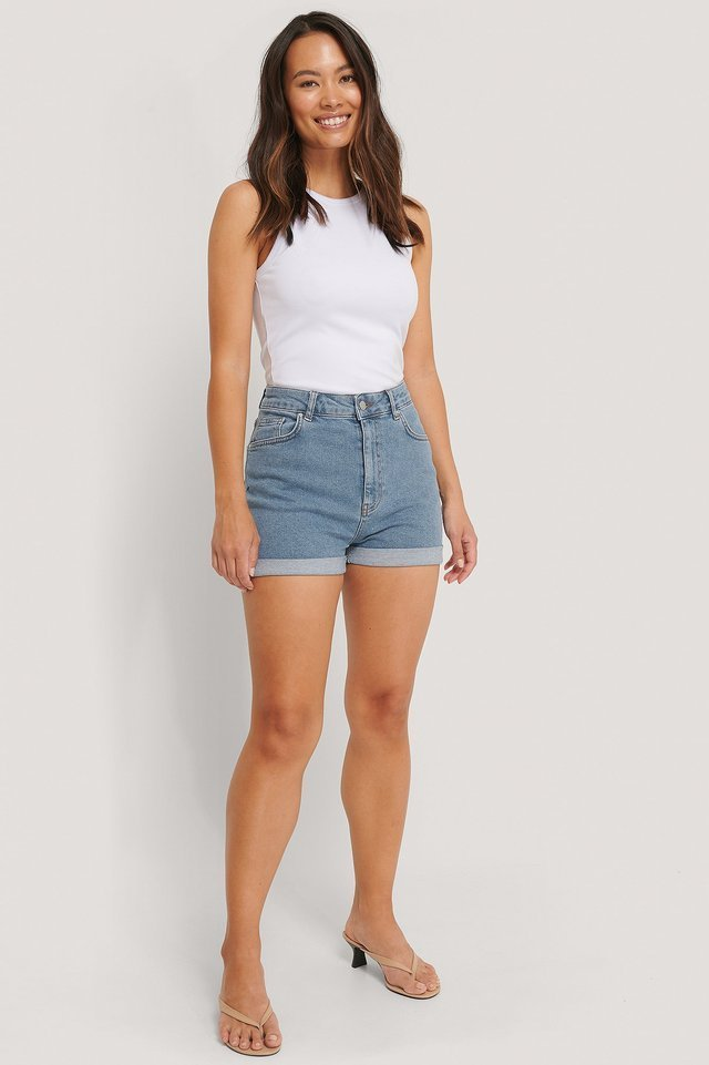 Highwaisted Denim Shorts Outfit.