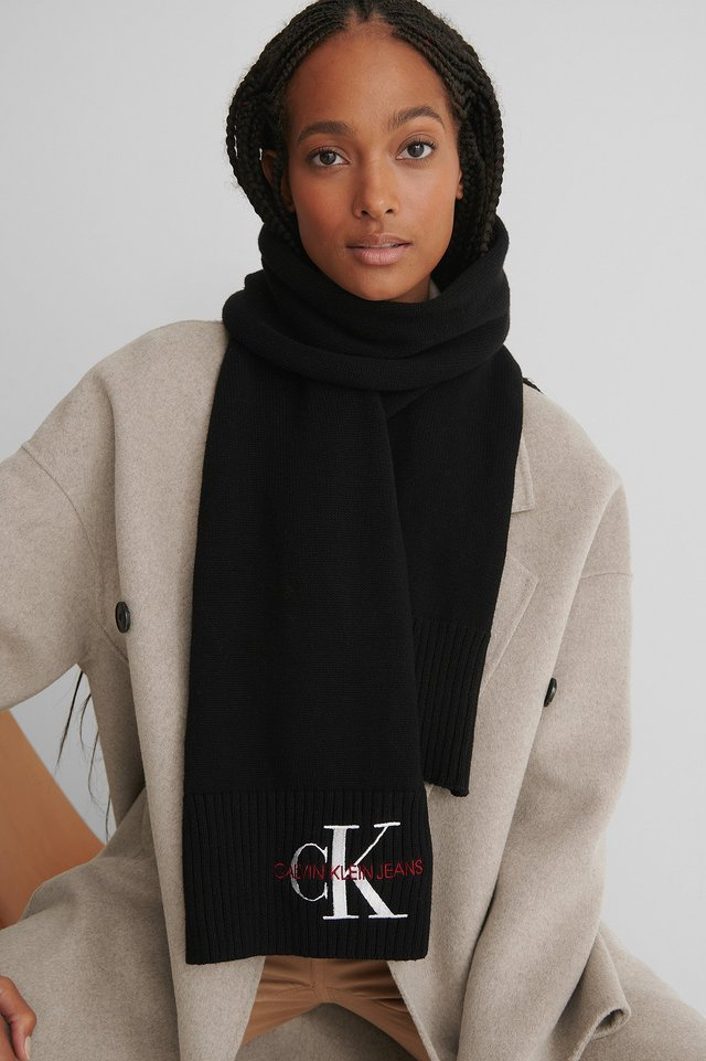 Basic Knitted Scarf Black Beauty