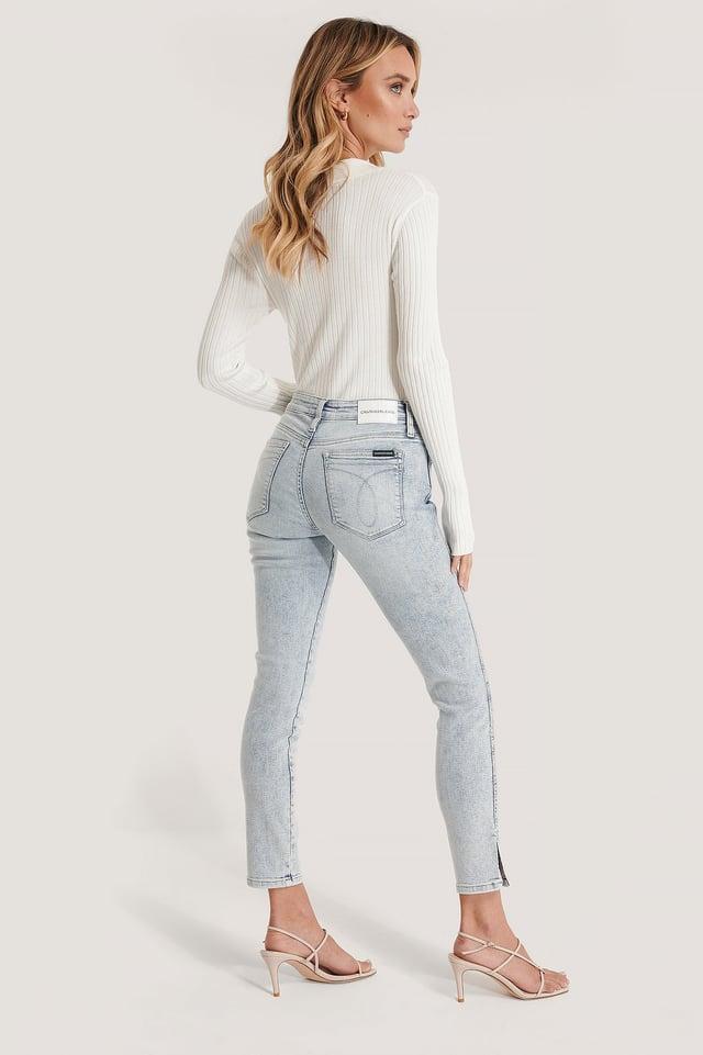 Jeans Med Medelhög Midja Bleach Blue Split Hem