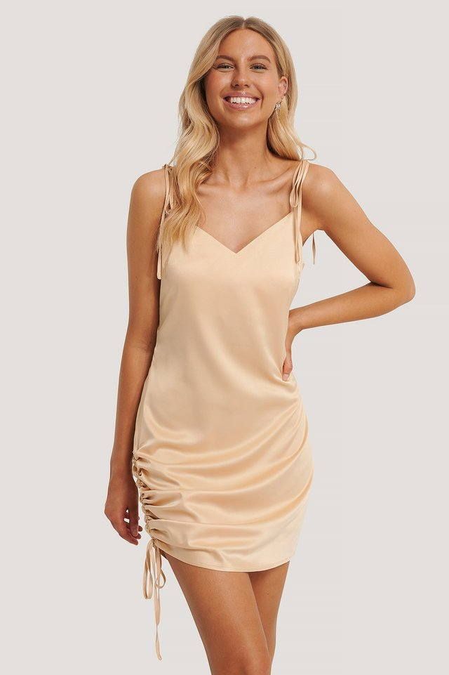 Satynowa Sukienka Mini Z Wiązaniami Sand