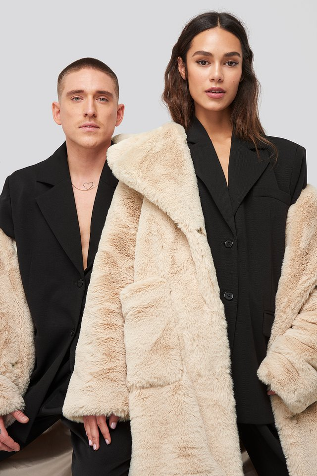 Big Front Pocket Faux Fur Coat Offwhite