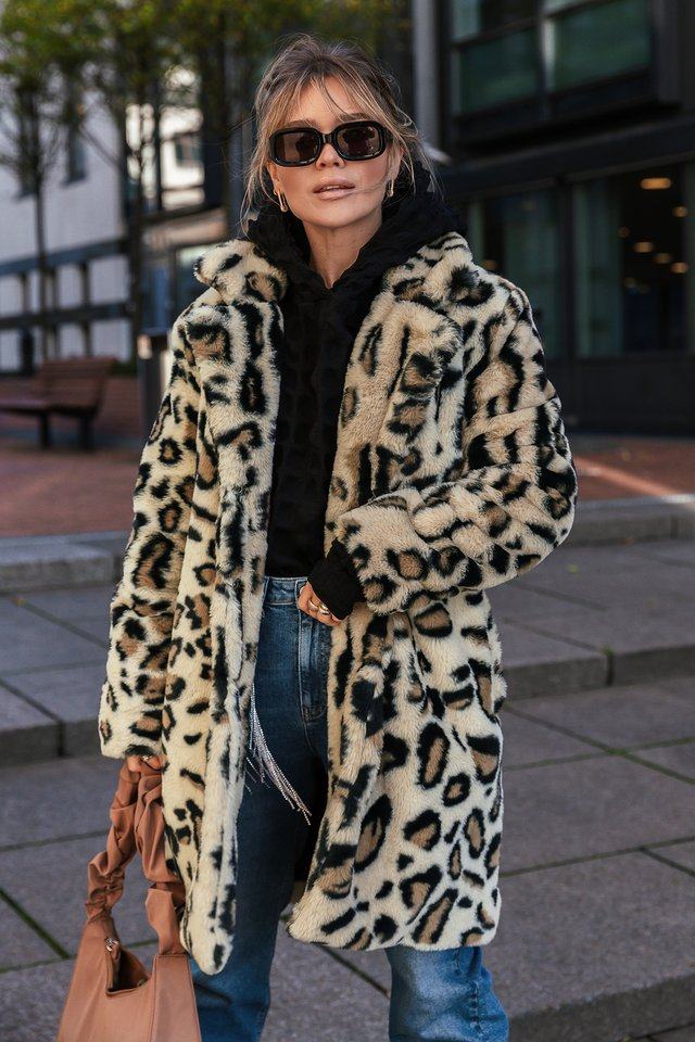 Leopard Marked Shoulder Faux Fur Coat