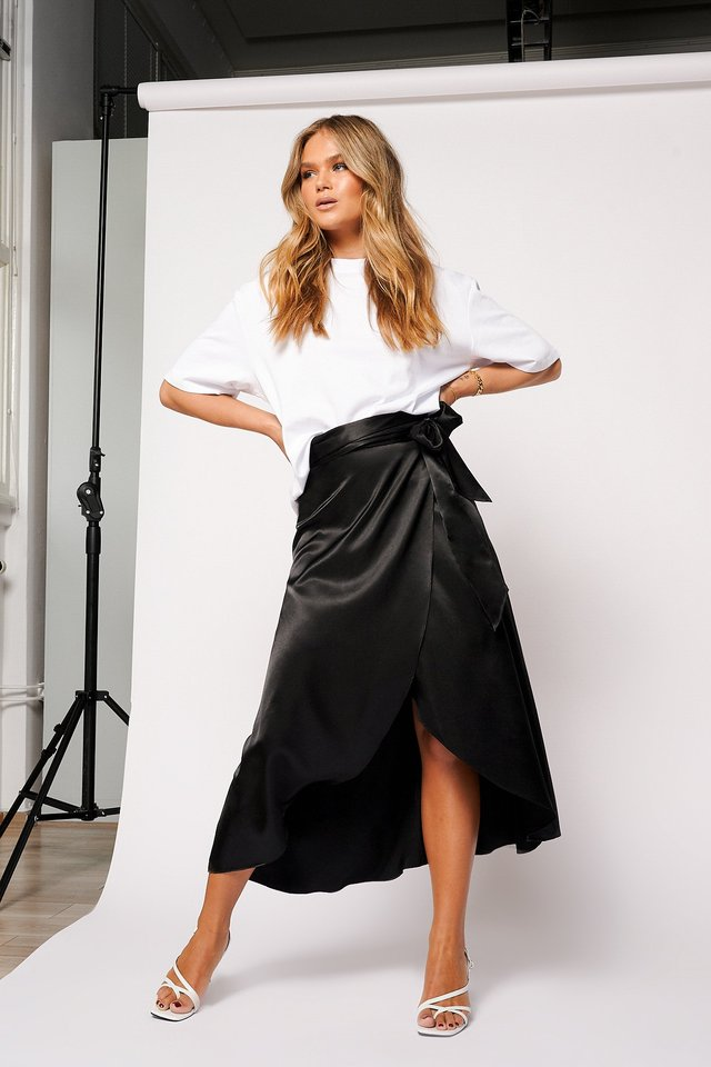 Overlapped Satin Tie Waist Skirt Black