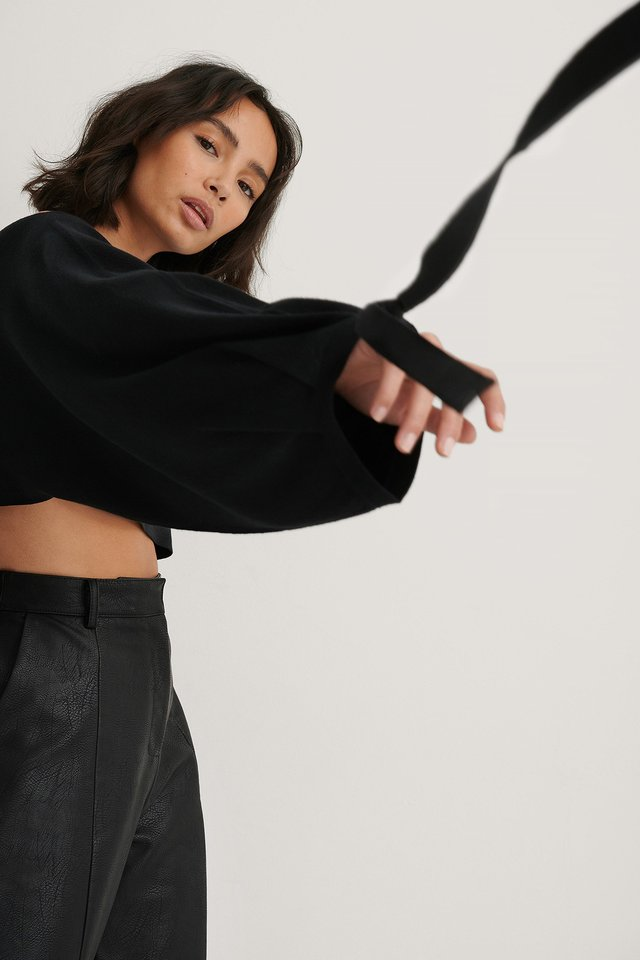 Black Wide Sleeve Knitted Cropped Top