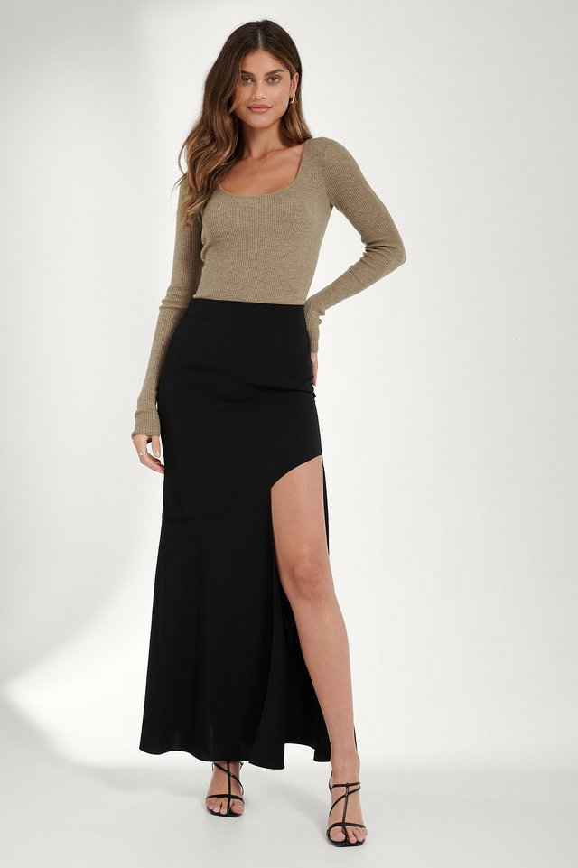 Asymmetric Flowy Skirt Black