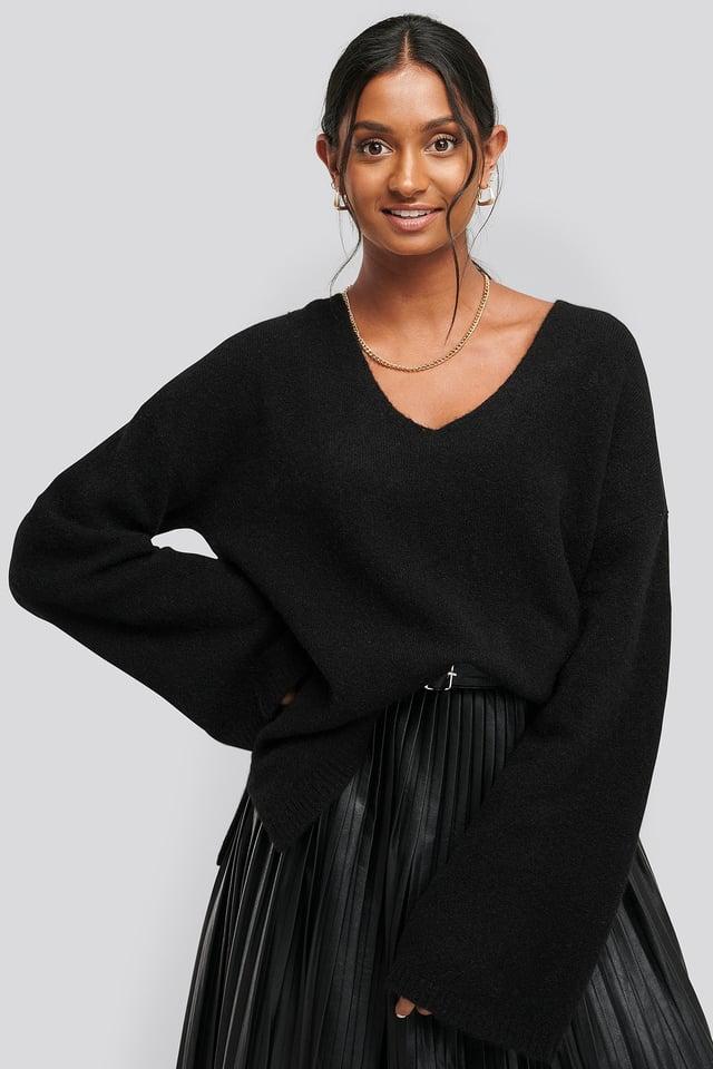 Alpaca Knitted V-Neck Sweater Black
